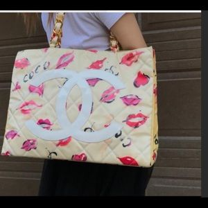 CHANEL XL Lips & Kisses Graffiti Tote EUC